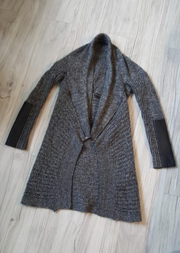 Szary sweterek New Look kimonowy narzutka zamki zipy skórzane wstawki