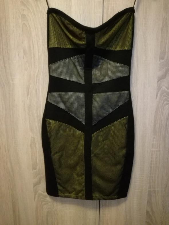 Seksowna sukienka dopasowana Bershka