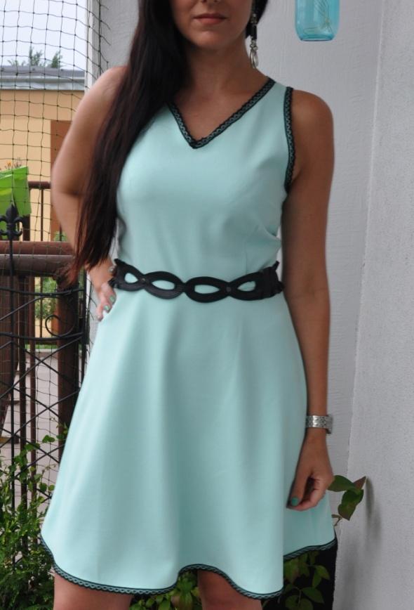 miętowa sukienka z koronką...
