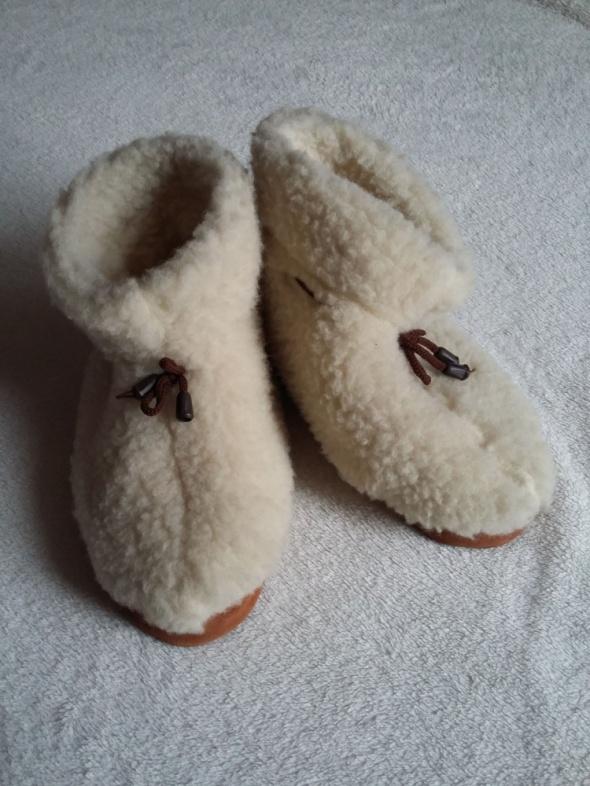 Pantofle z futra owczego kapcie z Zakopanego