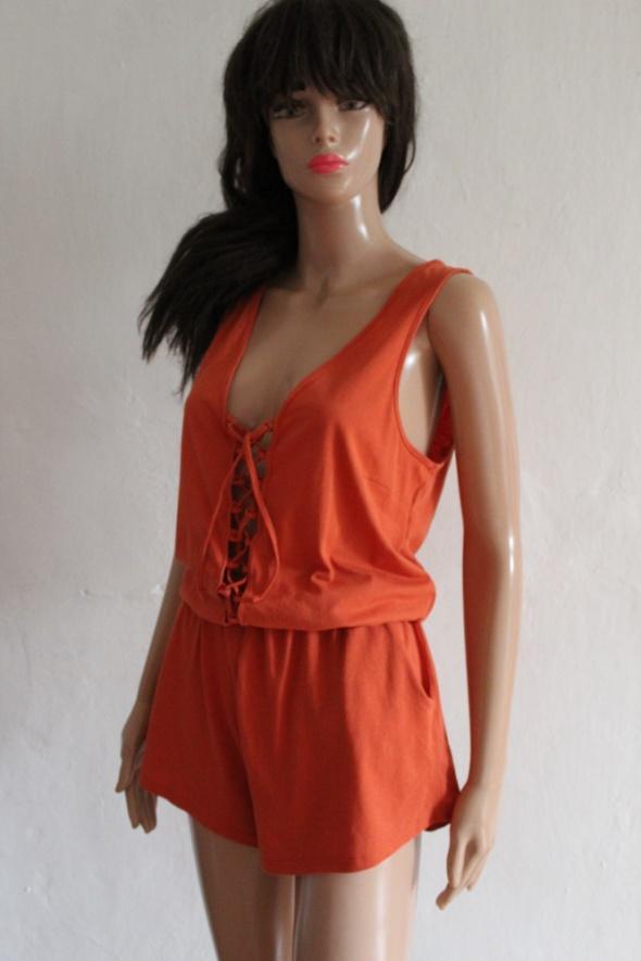 Krótki kombinezon na ramiączkach pomarańczowy r M...