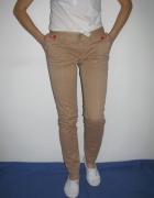 Spodnie w kolorze nude
