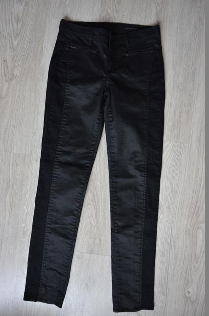 Calvin Klein Jeans spodnie damskie czarne woskowane legginsy 38 M proste rurki z USA nowe eleganckie
