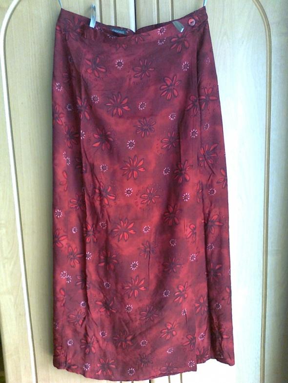 długa spódnica czerwona