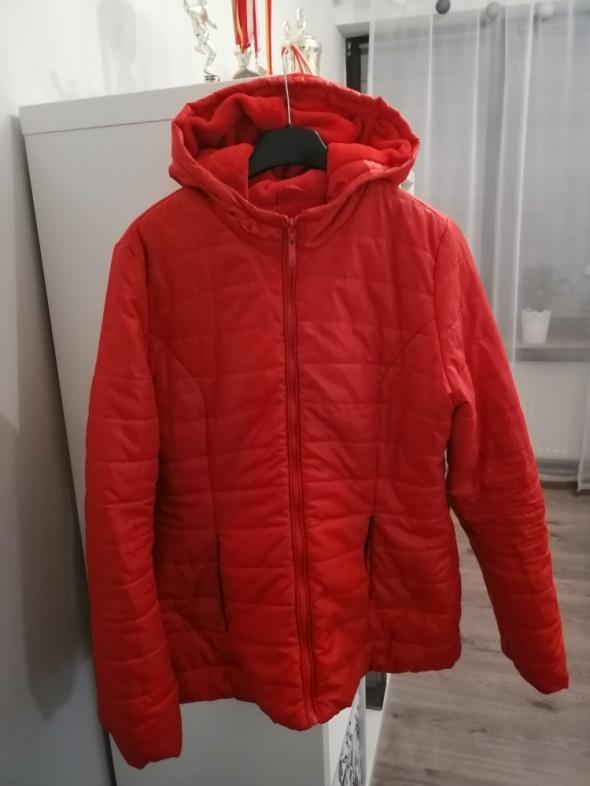 zimowa czerwona pikowana kurtka