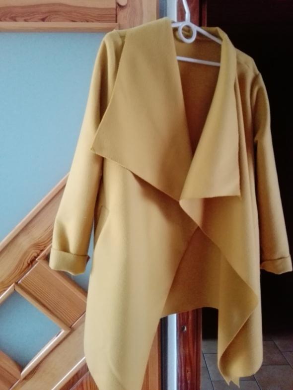 Żółty płaszczyk uniwersalny