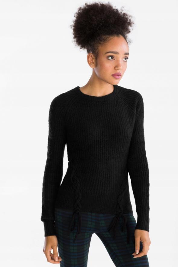 NOWY C&A ciepły czarny sweter z ozdobnym sznurowaniem...