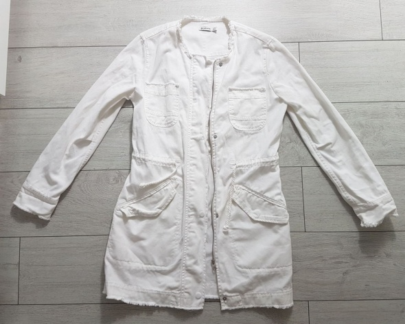 Stradivarius S M biała jeansowa dżinsowa długa kurtka płaszczyk