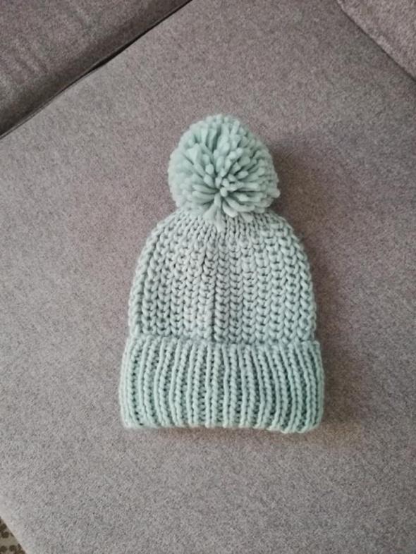 C&A miętowa czapka z pomponem...