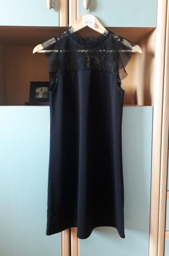 Nowa z metką sukienka House z koronką koronkowa mała czarna roz...