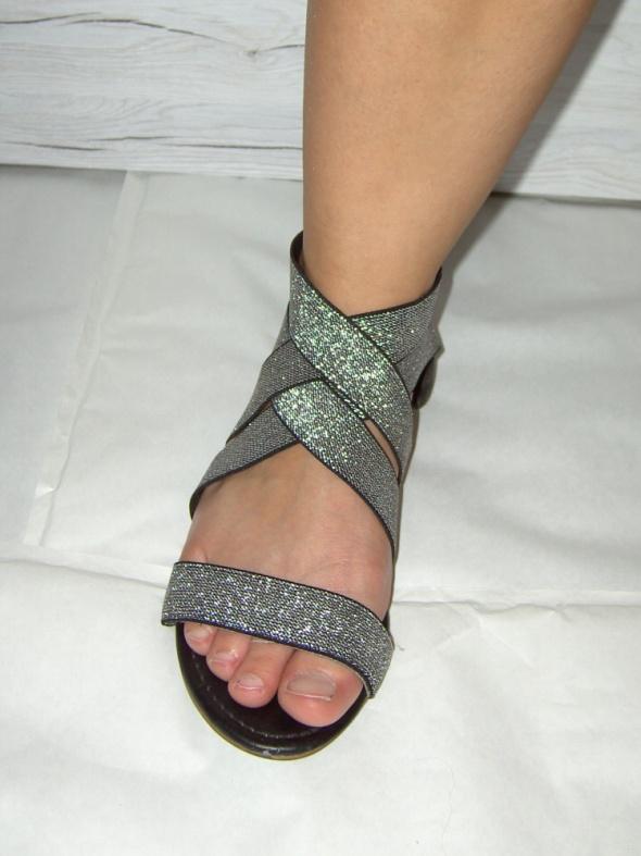 eleganckie płaskie sandały 38...