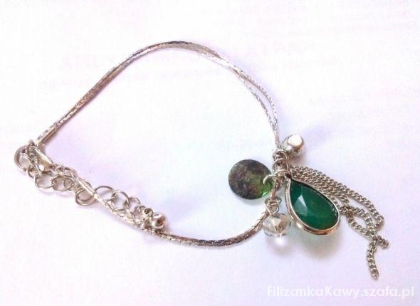 bransoletka z zielonym kamyczkiem
