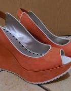 Pomarańczowe sandały na platformie