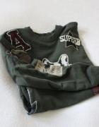 bawełniana bluza w kolorze khaki z naszywkami s...