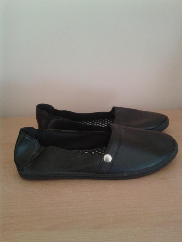 Czarne trampki tenisówki slip on eko skóra 40 nowe na wąską stopę