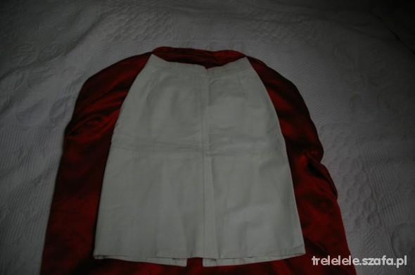 białą skórzana spódniczka