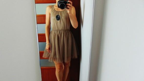 H&M metaliczna beżowa sukienka tiul