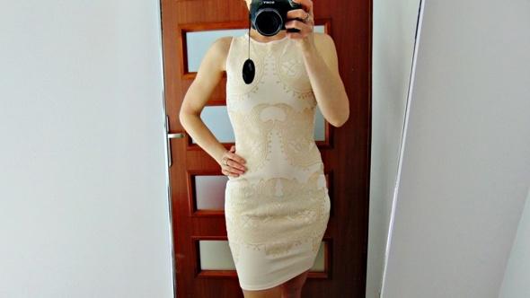 Miss Selfridge piękna kremowa zdobiona sukienka