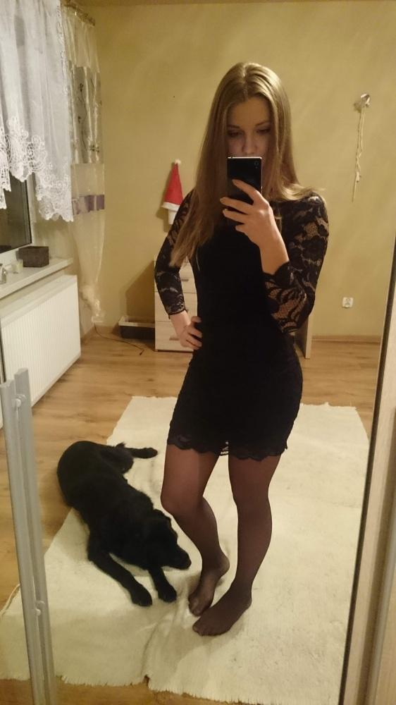 Mała czarna koronkowa sukienka...