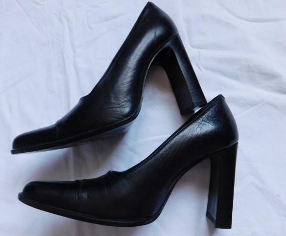 Włoskie czarne buty Kazar skóra 38...