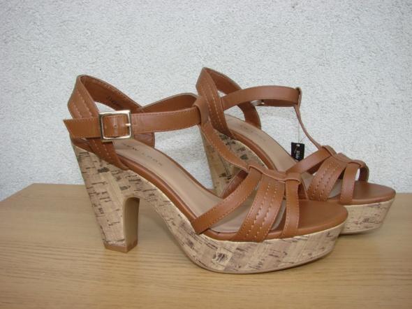 New Look sandały karmelowe