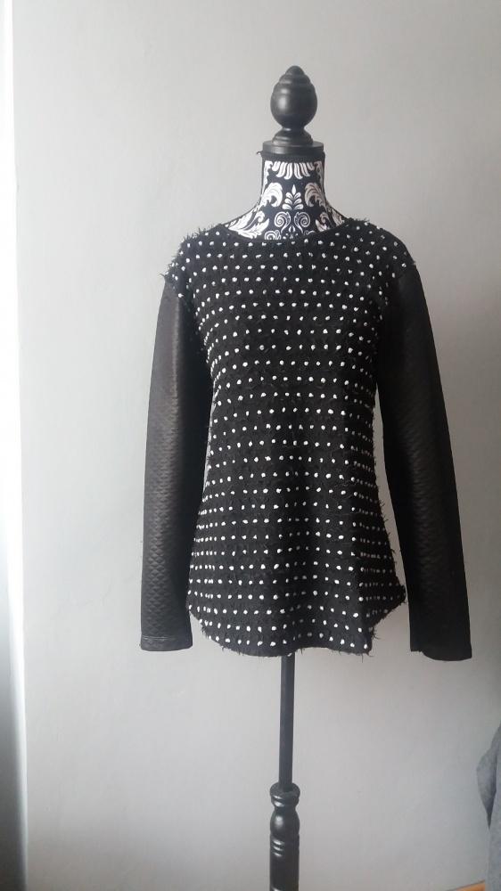 Idealna czarna bluzka w kropki