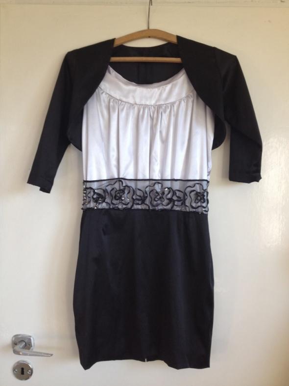 Satynowa sukienka gratis bolerko studniówka XS S