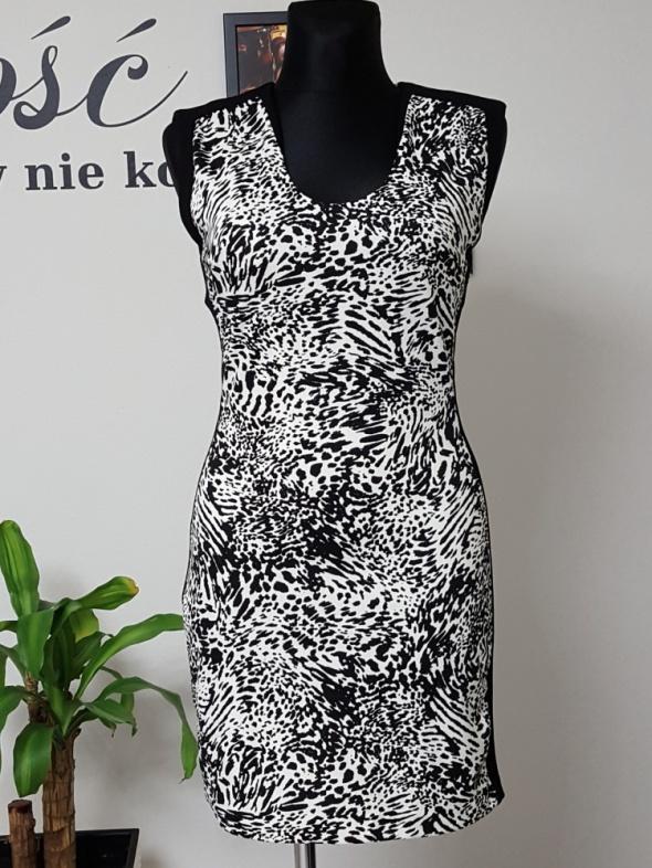 czarno biała sukienka Mango