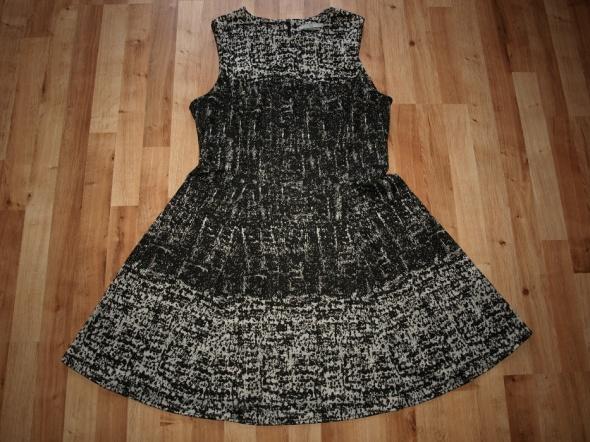 Dzianinowa sukienka 44