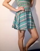 Turkusowa sukienka z półgolfem Top Shop
