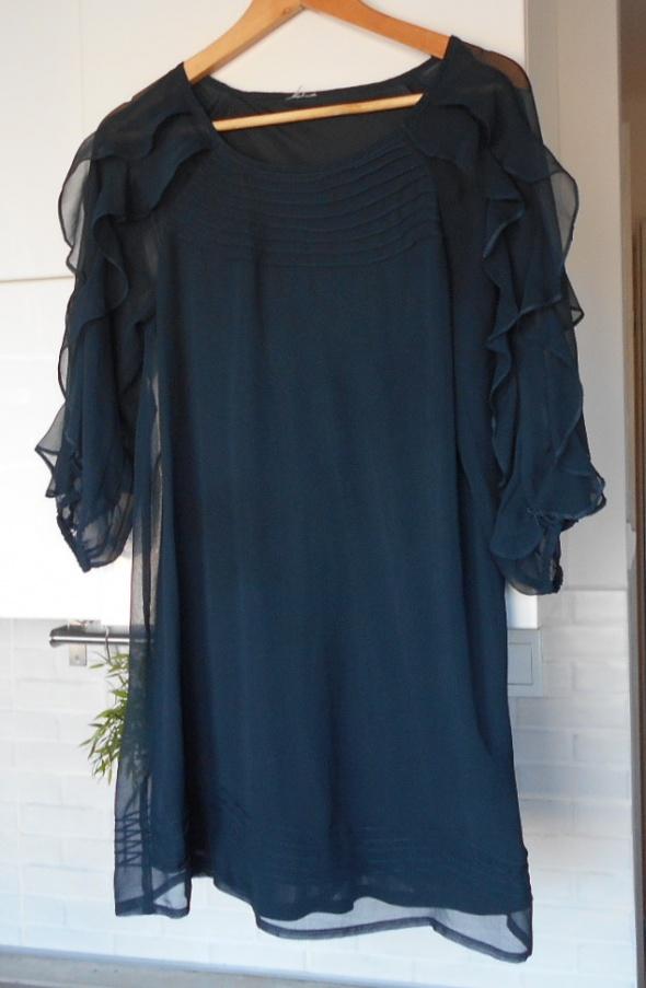 Vila granatowa sukienka prosta zwiewna mgiełka falbanki