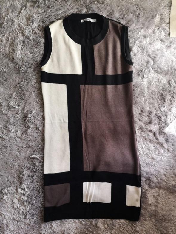 Dzianinowa sukienka Quiosque
