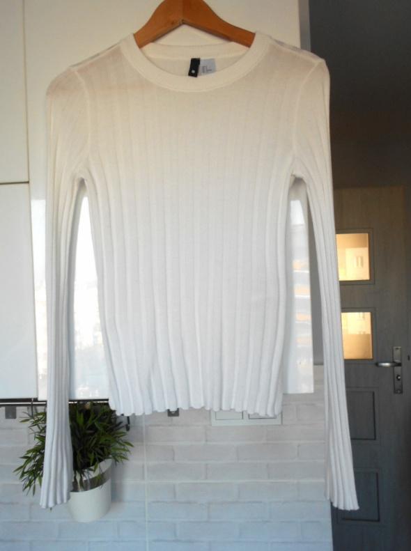 HM biały prążkowany cienki sweter