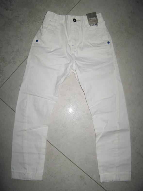 NEXT białe spodnie chłopięce roz 128