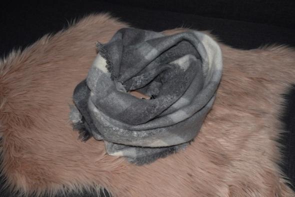 Szaliki i szale Mohito szalik w krate szary siwy