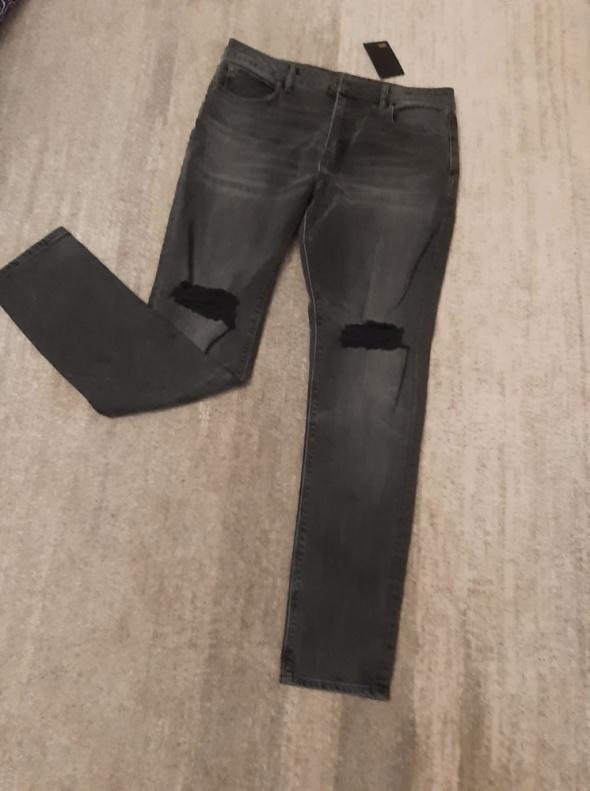 ASOS DESIGN dżinsy z rozerwanymi kolanami...