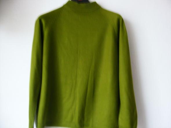 Sweterek w kolorze butelkowej zieleni R 40