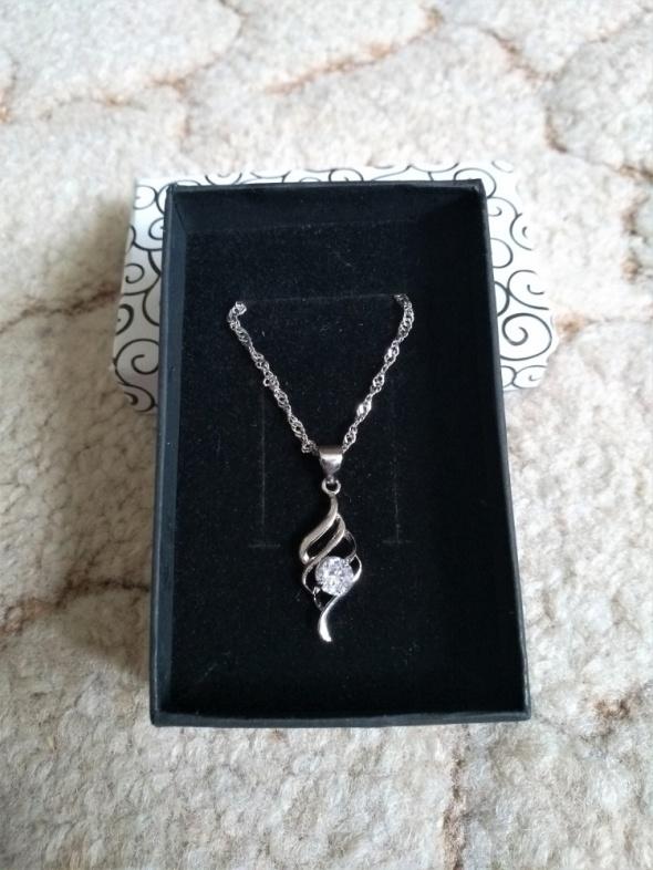 Srebrna zawieszka biżuteria idealna na prezent