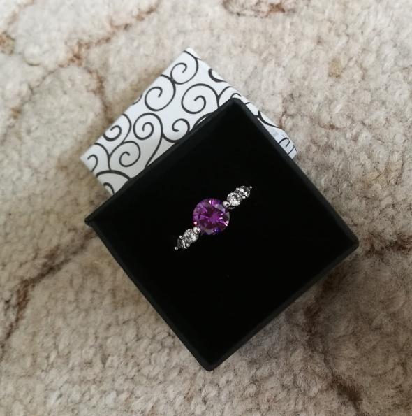 Srebrny pierścionek kryształ cyrkonie idealny na prezent