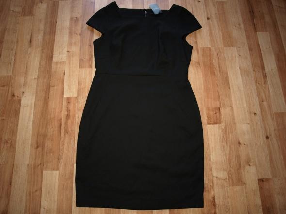 Czarna sukienka Next 44