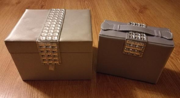 Pozostałe AVON szkatułka na biżuterię srebrna używana