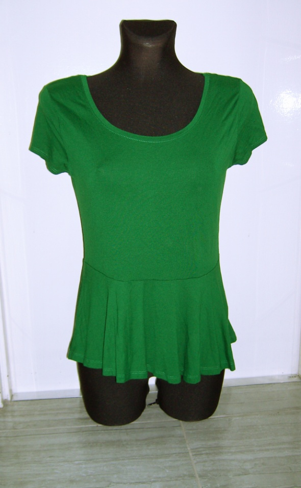 zielona koszulka z baskinką