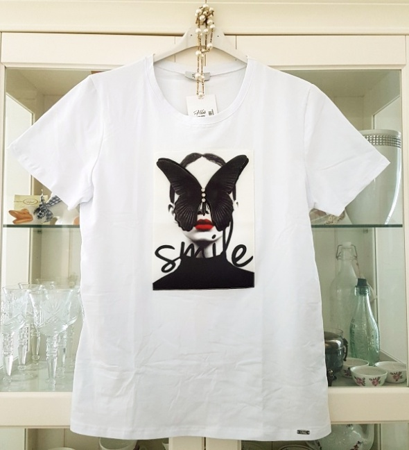 028d7ff771 Biała koszulka 3D kobieta motyl rozm uniwersalny w Bluzki - Szafa.pl