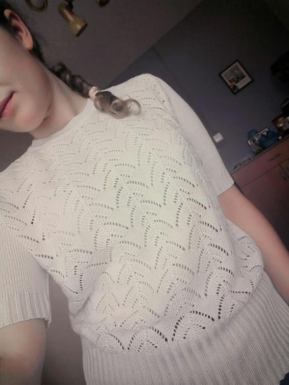 Bluzki Kremowy sweterek ażurowy krótki rękaw
