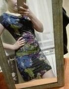 Obcisła sukienka z printem