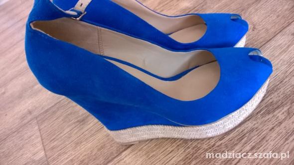 Buty na koturnie Zara