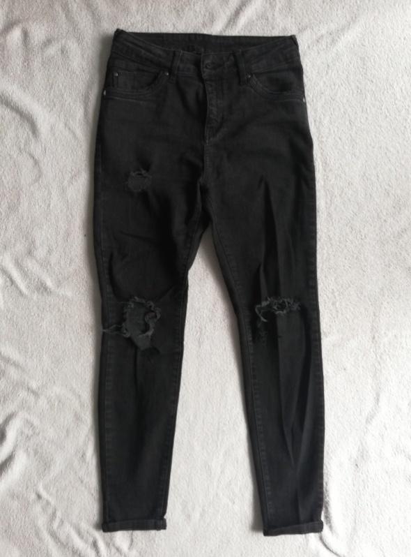 Czarne jeansy z dziurami na kolanach C&A M...