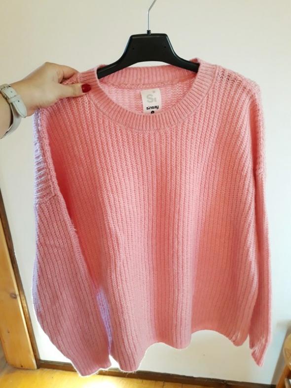 Neonowy różowy sweter oversize Sinsay...