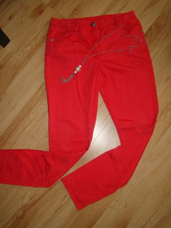 Czerwone krótkie