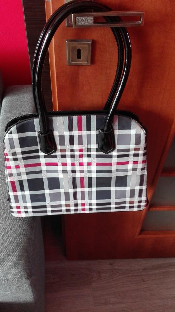 1c1f69192d920 Duża lakierowana torebka w śliczną kratę w Torebki na co dzień ...